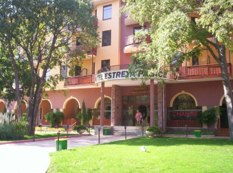 estreya_palace_1_largest